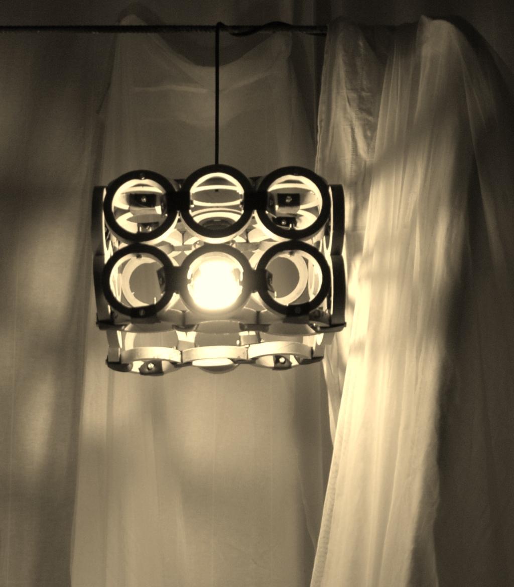 Riciclo Lampade Fluorescenti: Lampade di riciclo lampadario con bicchieri pla...